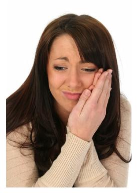 vrouw met een pijnlijke mond